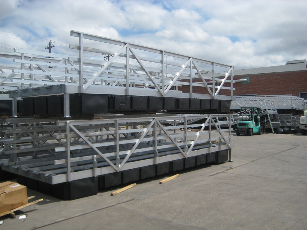 Aluminum dock sections with railing
