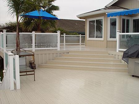 vinyl brock deck with glass rail